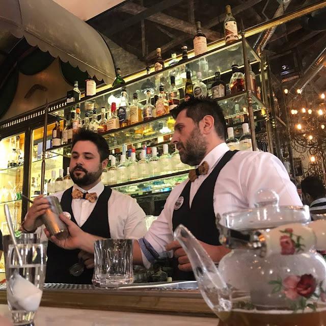 """Εντυπωσίασαν ο Νικολακόπουλος και Βουρλιώτης από το Ναύπλιο με το """"Δάκρυ της Μεσογείου"""" στον ημιτελικό του """"Skinos Mediterranean Cocktails Challenge 2017"""""""