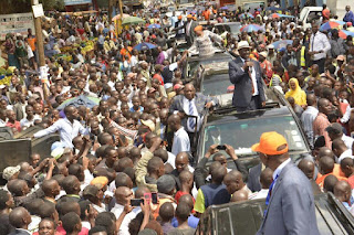 Raila Odinga in Kisii as he cools down the people at Gusii stadium.  PHOTO | RAO