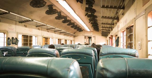 Cu trenul de la Varkala la Alleppey, Kerala, India