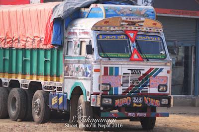 ネパールの働く車