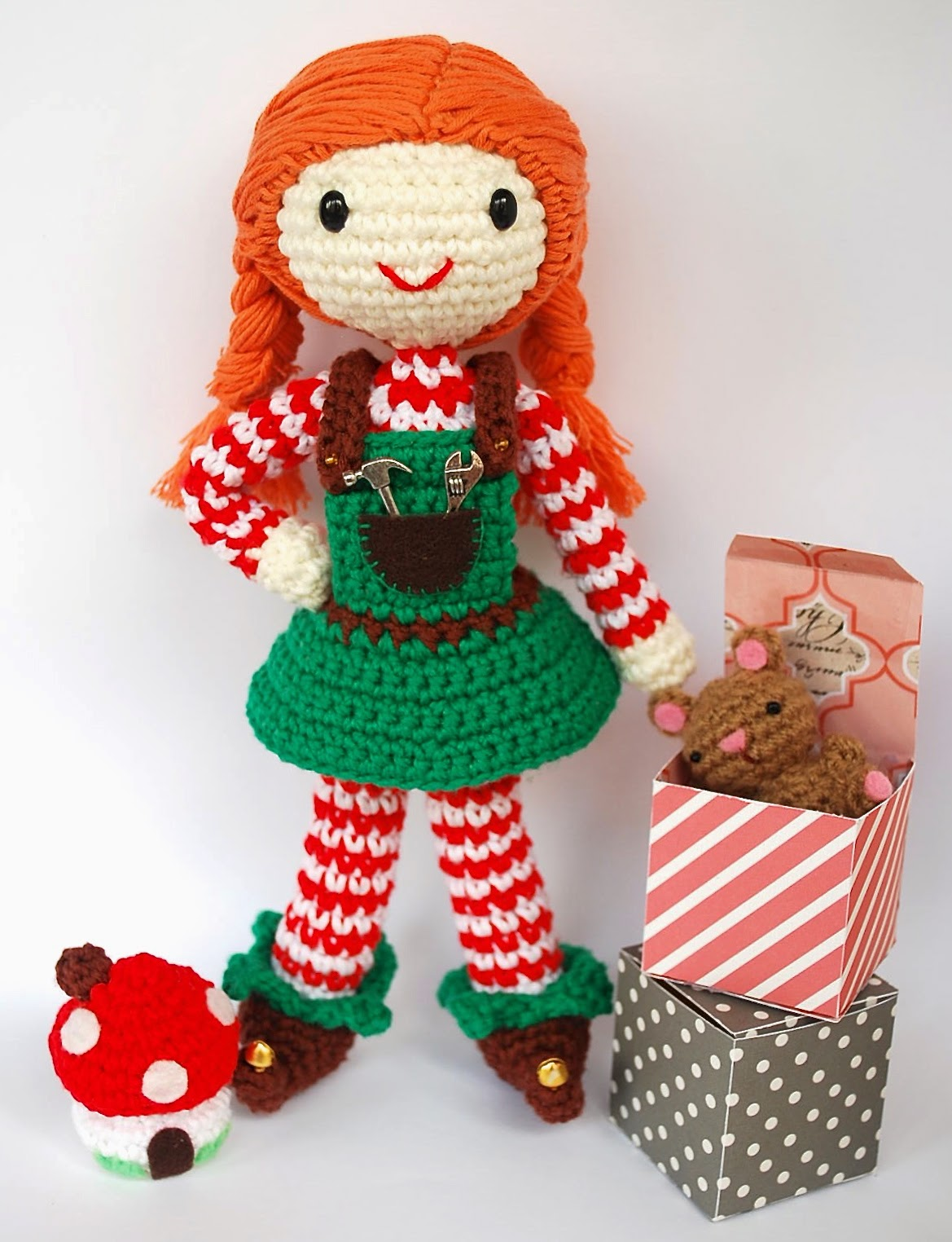 amigurumi Santa's helper