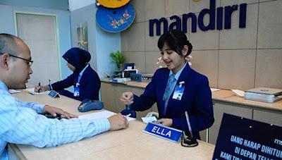 """Sejarah Bank Mandiri     PT Bank Mandiri (PERSERO), adalah bank yang berkantor pusat di Jakarta dan merupakan bank terbesar di Indonesia dalam aset pinjaman dan deposit.Bank yang berdiri pada tanggal 2 Oktober 1998 ini merupakan bank program restrukturisasi perbankan yang dilaksanakan Pemerintah Indonesia pada bulan Juli 1999.Bank Mandiri merupakan gabungan dari ke-4 Bank yang ada di Indonesia yaitu,Bank BBD(Bank Bumi Daya),Bank BDN ( Bank Dagang Negara) ,Bank Exim (Bank Ekspor Impor Indonesia), dan Bank Bapindo (Bank Pembangunan Indonesia).Pada Maret 2005,Bank Mandiri telah mempunyai 825 cabang yang tersebar di seluruh Indonesia dan enam cabang di luar Negeri.Selain itu pula,Bank Mandiri mempunyai sekitar 2.500 ATM dan tiga anak perusahaan utama yaitu Bank Syariah Mandiri, Bank Mandiri Sekuritas, dan AXA Mandiri.Oleh karena itu semua, Bank mandiri mendapat  Julukan """"Bank Mandiri Bank Terbaik di Indonesia"""". Seperti kebanyakan masyarakat ketahui bahwa Bank di kenal sebagai lembaga keuangan yang kegiatan utamanya menerima simpanan giro, tabungan , deposito, selain itu bank juga di kenal sebagai tempat untuk meminjam uang (kredit) bagi masyarakat yang membutuhkanya  Pra-penggabungan   Sejarah keempat Bank (BBD, BDN, Bank Exim, dan Bapindo) tersebut sebelum bergabung menjadi Bank Mandiri, dapat ditelusuri lebih dari 140 tahun yang lalu."""