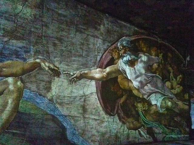 Michel Ange : La Création d'Adam aux Carrière des Baux année 2015 Les trois géants de la Renaissance : Michel Ange Raphaël, Léonard de Vinci