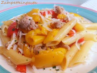 Penne rigate con salsiccia e peperoni