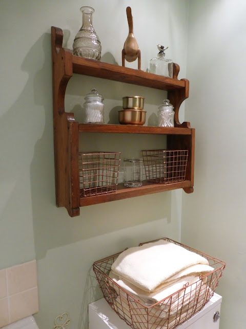 Teacups_and_Buttondrops_Bathroom_Shelfie_basket