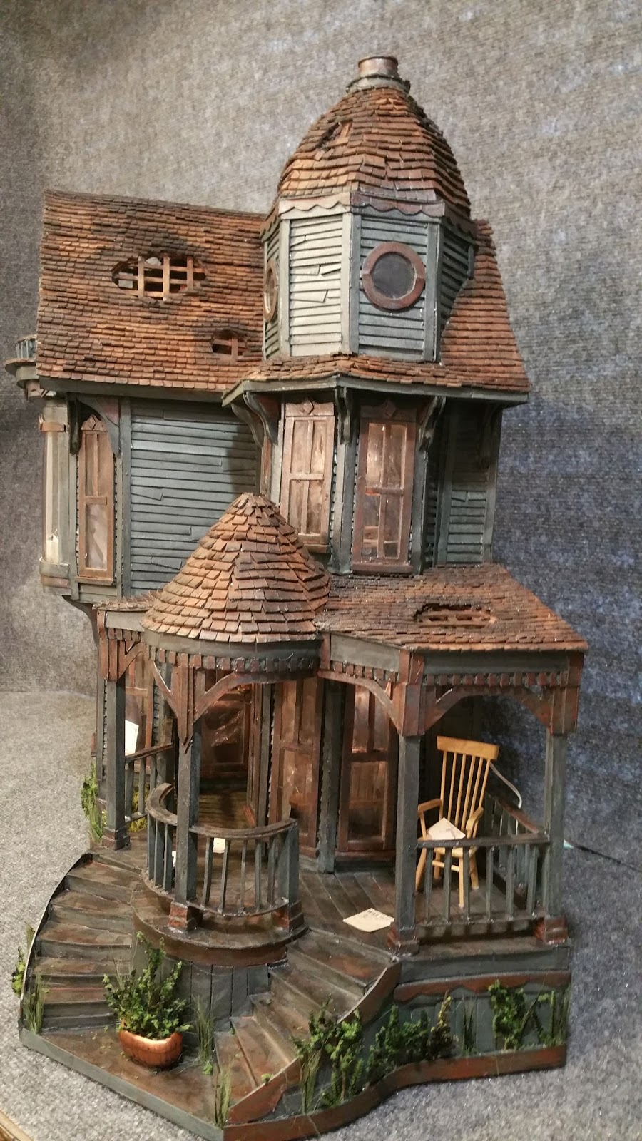Greggs miniature imaginations haunted mansion made out of for Build a haunted house
