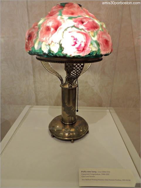 Lámpara de Artista Local en el Museo de las Ballenas de New Bedford