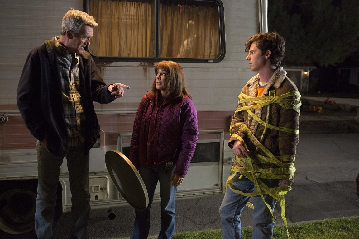 The Middle - Season 9 Episode 17: Hecks vs. Glossners: The Final Battle
