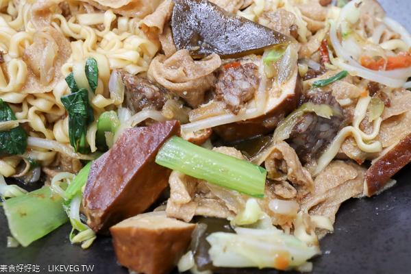寒山居蔬食|台中北區創意蔬食|臭豆腐臭臭鍋各種滷味好入味|近中國醫