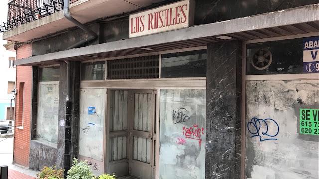 Uno de los establecimientos cerrados de la calle Portu