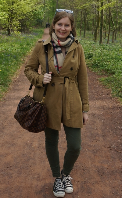 camel trench burberry tartan scarf olive skinny jeans converse day in the park winter outfit | awayfromtheblue