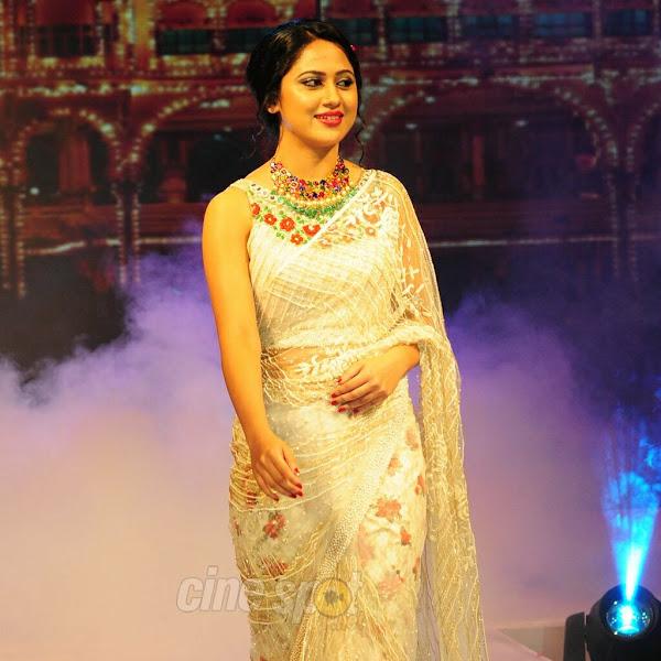Mia George latest hot photos in saree from Kerala Fashion League