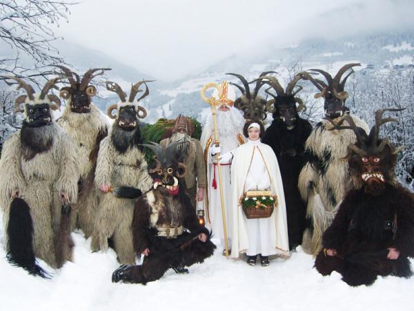 Él es Krampus, el acompañante de Santa siglos atrás; y el que muchos merecen que los visite
