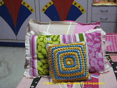 Crochet wiggles square cushion 4