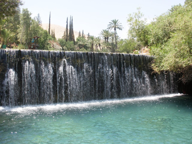 מפלי המים אשר בגן השלושה