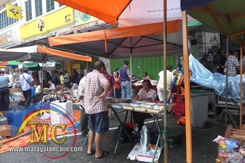 flea market seller