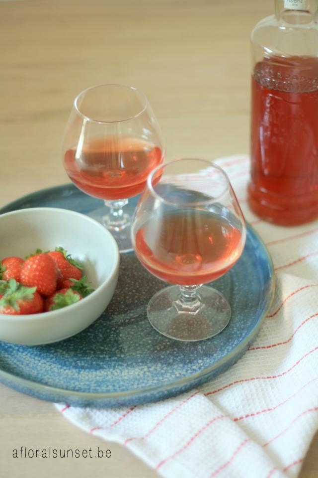 Aardbeienlikeur - Geniet ook in de winter nog van die heerlijke aardbeien - a floral sunset