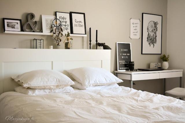 makuuhuone valkoinen jysk ikea sisustus skandinaavinen sänky petaus työpöytä bloggaaminen