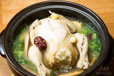 Món gà hầm sâm chế biến xong có mùi thơm nhẹ, thịt thơm và mềm