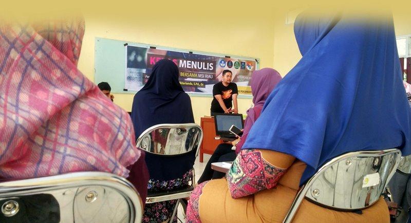 alumni SM-3T (Sarjana Mendidik didaerah Terdepan Terluar dan Tertinggal) ini tetap melaksanakan kegiatan, MSI Riau telah melaksanakan beberapa kegiatan positif seperti kegiatan Berbagi untuk Anak Negeri ke beberapa sekolah pinggiran di Pekanbaru, berbagi pengalaman dengan Akber Pekanbaru, di Ruang F2 Biologi FKIP Universitas Riau