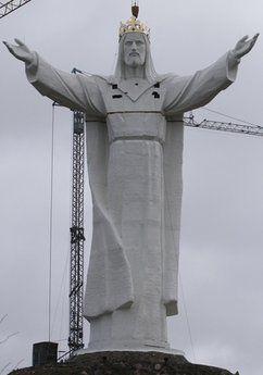 Ba Lan hoàn tất việc dựng tượng Chúa Giê-su lớn nhất thế giới - Ảnh minh hoạ 10