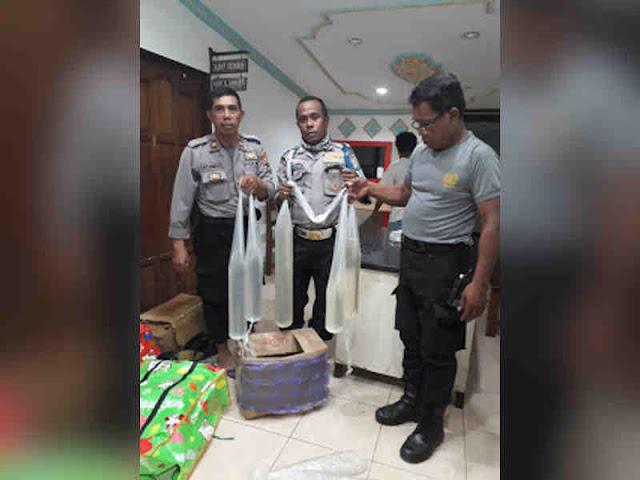Polisi Amankan 60 Liter Sopi Tak Bertuan di Pelabuhan Jayapura