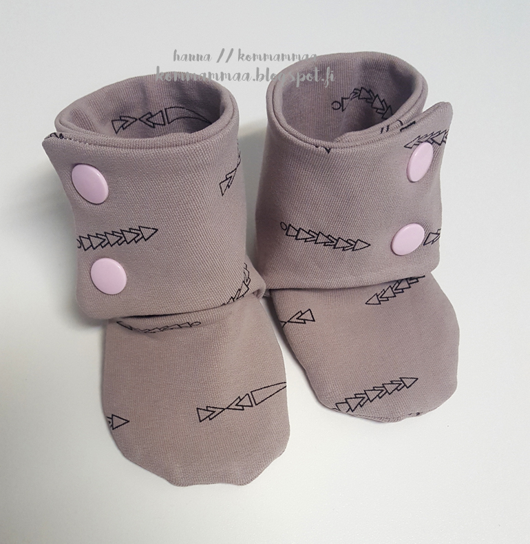 maggies stay on baby booties vauvan tossut kam nepparit ompelu diy