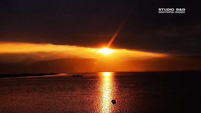 Ηλιοβασίλεμα για...like στο Ναύπλιο (βίντεο)