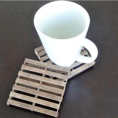 Tatakan gelas a la kayu palet.