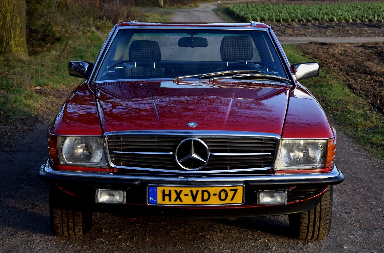 1984 Mercedes-Benz 280 SL (107) Convertible automatic & 1984 sales brochure  Mercedes