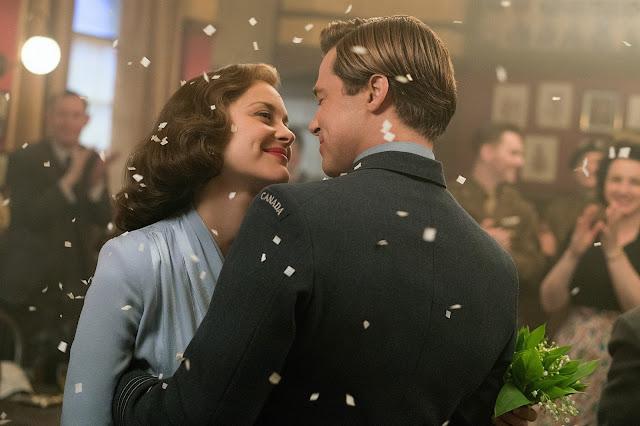 der cineast Filmblog Allied - Vertraute Fremde Marianne (Marion Cotillard) und Max (Brad Pitt) feiern Hochzeit