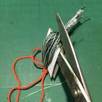 タッセルの作り方6_糸を切る