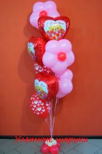 букет из воздушных шаров с сердечками и цветами