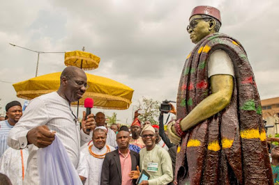 The state governor, Mr. Godwin Obaseki unveiling a life-sized statue of Chief Anthony Enahoro, erected by the Castle of Legends Initiative at the foreground of the Edo State House of Assembly complex.