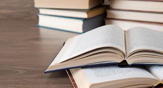 sebaik-baik hadiah adalah buku