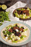 Tortillas de trigo con albóndigas de berenjenas