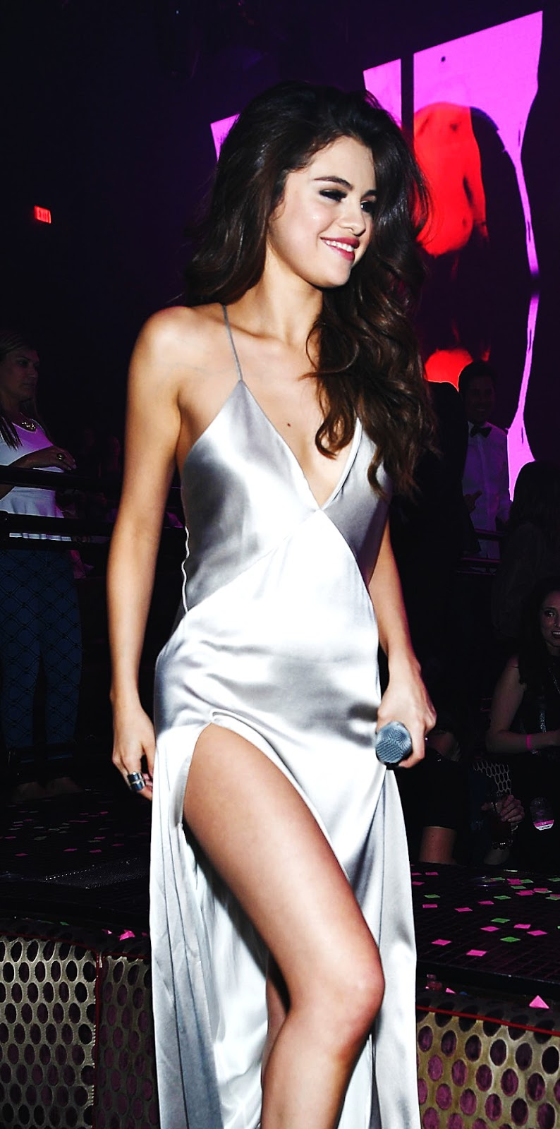 Selena Gomez Looking Hot in Silver Outfit