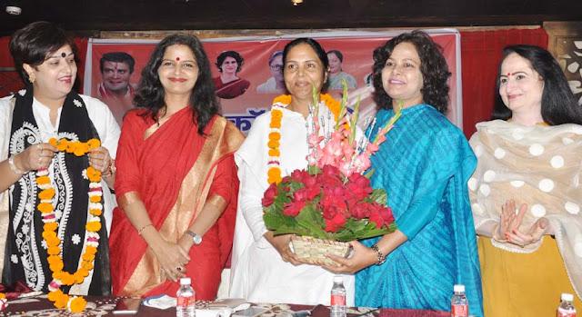 Women will show solidarity for Rahul Gandhi's indignation rally
