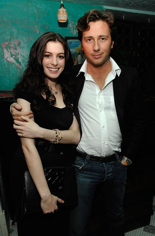 Kareena Kapoor New Hd Wallpaper Anne Hathaway With His Boyfriend Latest Images 2013