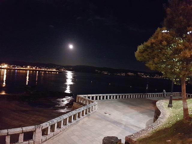 Vistas nocturnas del puerto de Sanxenxo
