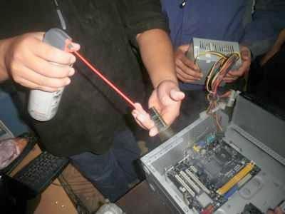 Utilize limpiador de contactos para los componentes electrónicos.