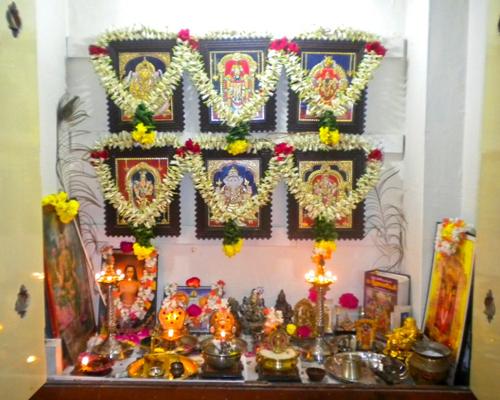 పూజ గదిలో దేవి-దేవతలను ఎక్కడ ఉంచాలి - Pooja gadi - Pooja Room