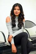 Hebah Patel new dazzling photos-thumbnail-12
