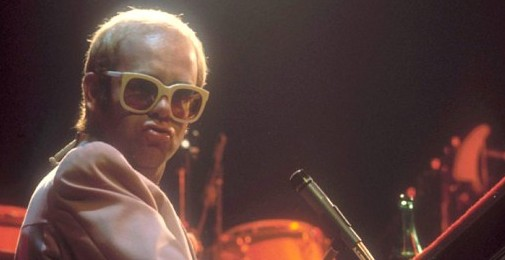 Video: Elton John - Step Into Christmas
