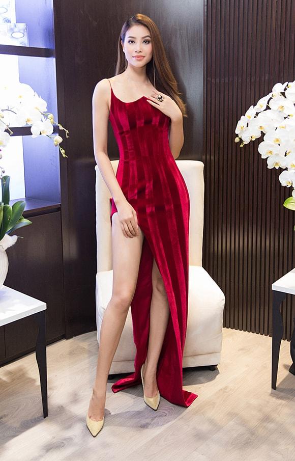 Phạm Hương diện váy xẻ cao vút khoe chân dài miên man sau khi trở về từ Indonesia - Ảnh 3