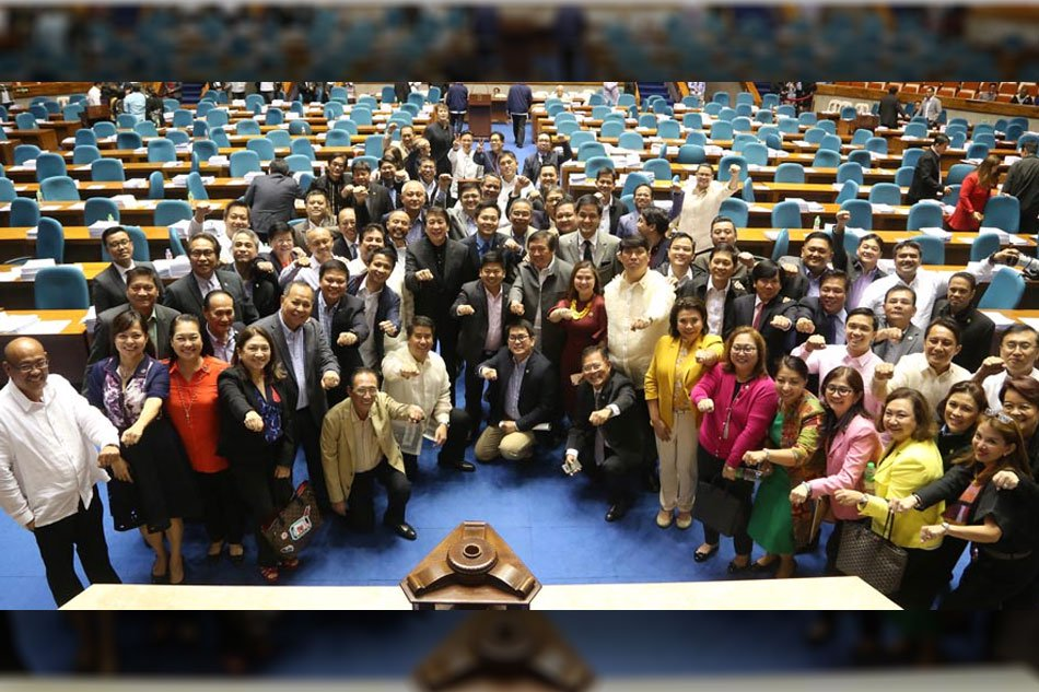 "119 lawmakers made the ""clenched fist"" sign in a unitary move to approve the P1,000 CHR budget"