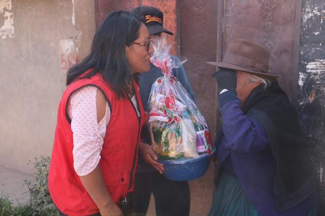 ALCALDESA NOEMÍ CURI ENTREGA CANASTAS DE VÍVERES A MADRES DE ESCASOS RECURSOS ECONÓMICOS