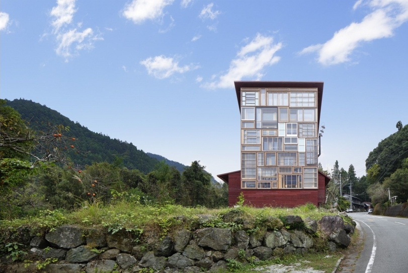08-Kamikatz-Public-House-a-Pub-in-Japan-Built-out-of-Recycled-Materials-Hiroshi-Nakamura-&-NAP-www-designstack-co
