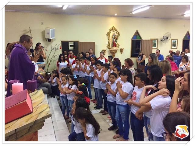 Alunos formandos do CSJD participam da missa em ação de graças pela colação de grau nesta quarta-feira (05/12/18).