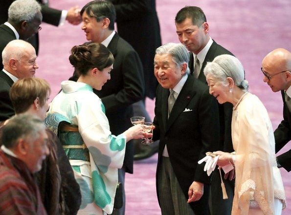 Empress Michiko, Prince Naruhito, Princess Masako, Prince Akishino, Princess Kiko, Princesses Kako, Mako